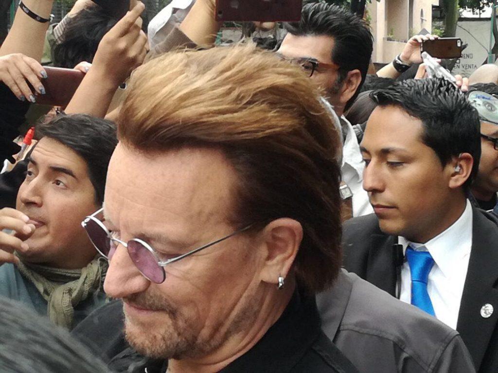 Así vivieron los fans, la visita de U2 afuera de su hotel