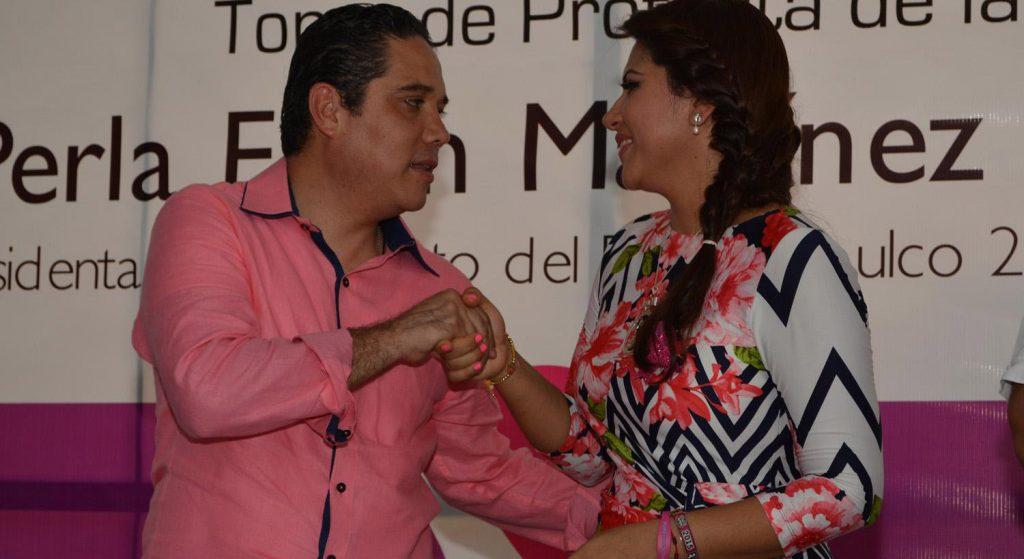 Alcade de Acapulco Evodio Velázquez Aguirre y su esposa Perla Edith Martínez Ríos