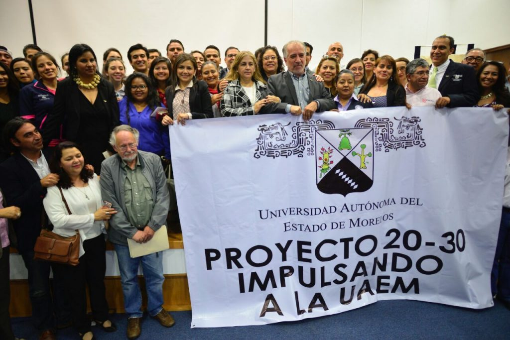 Renueva Universidad de Morelos rector; Alejandro Vera, el gran ausente