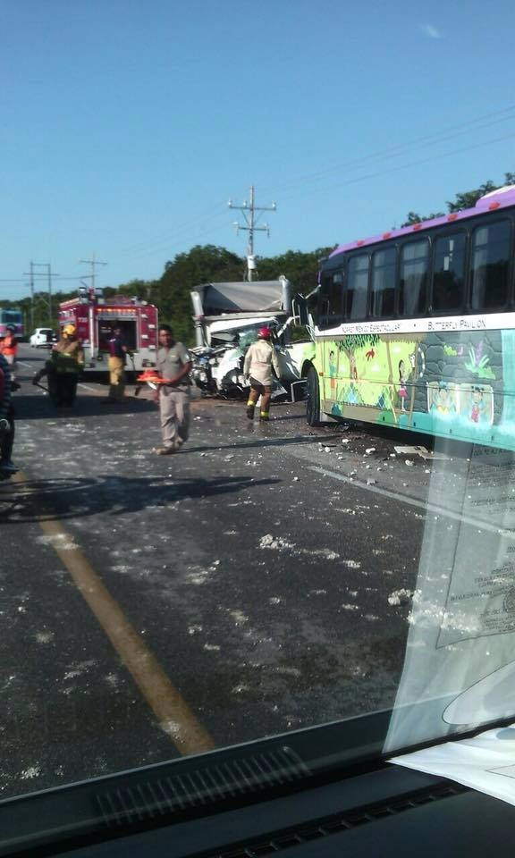 Turistas estadounidenses sufren accidente en transporte en Xcaret