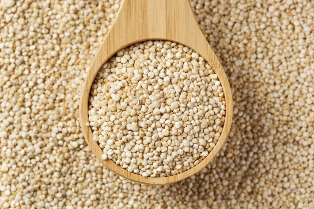 #DomingoDeSolteros Ensalada de quinoa con pan árabe