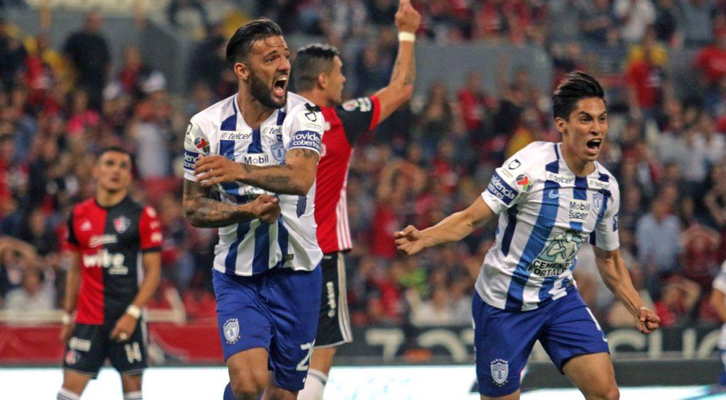 Un gol de último minuto del uruguayo Robert Herrera le dió el 1-1 al Pachuca con el Atlas, empate que podría costar la liguilla de los Rojinegros