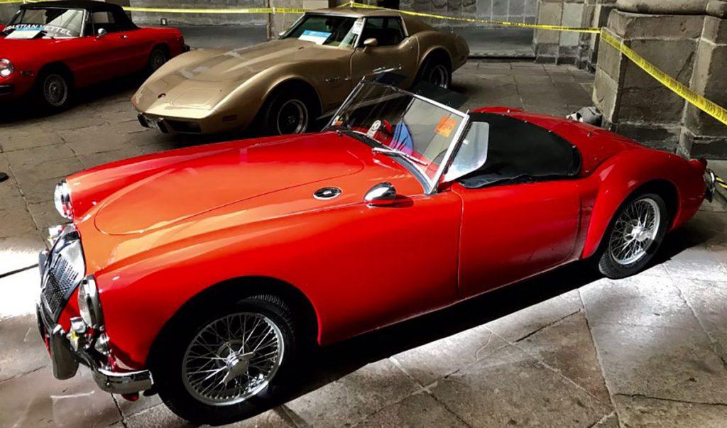La Facultad de Ingeniería de la UNAM presenta I Jornadas del Automóvil Histórico y Clásico en el Palacio de Minería para admirar y aprender sobre el deporte motor