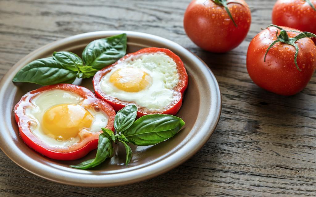 #LunesSaludable El secreto para un día lleno de energía: espinacas, jitomate y huevo