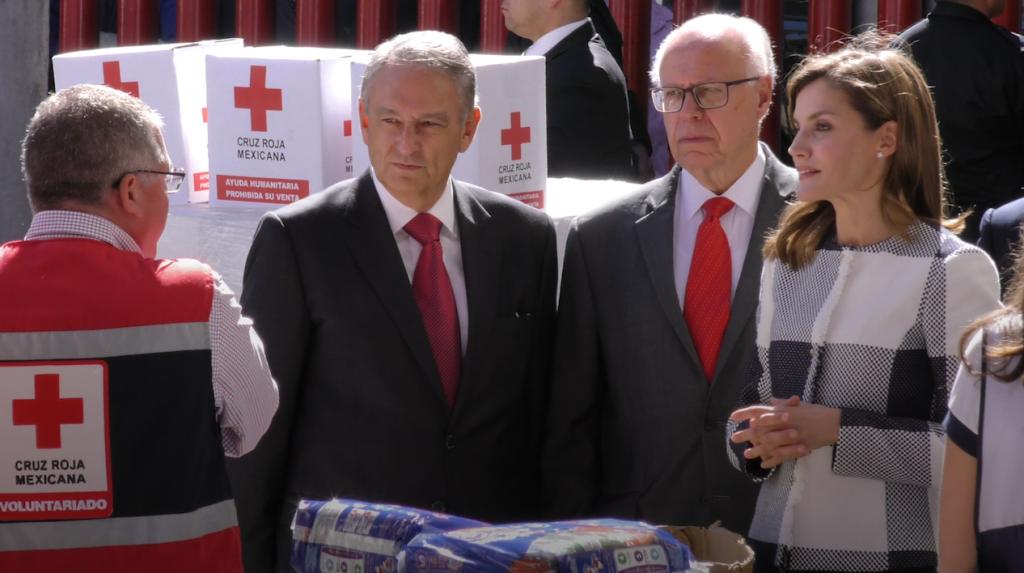 La reina de España visitó la Cruz Roja Mexicana