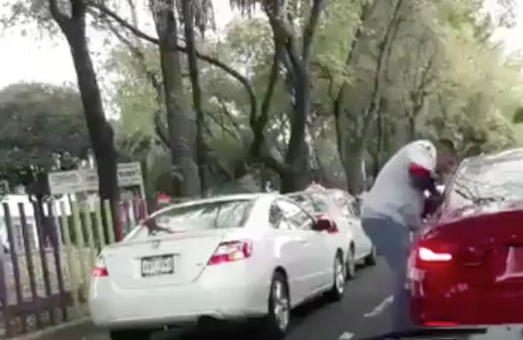 VIDEO: Captan asalto a conductor sobre Miramontes