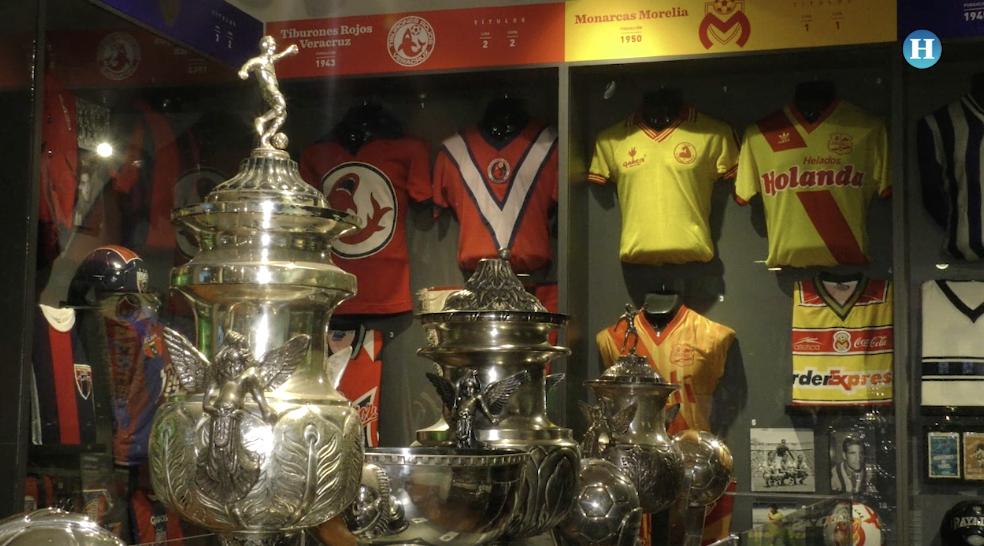 Muestran colección del futbol mexicano