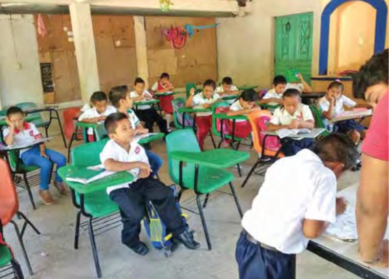 Alumnos en Tapachula toman clases en casas y patios. Especial.