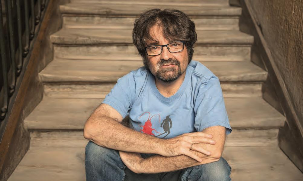 "FIL Guadalajara. ""Le soy infiel al cuento"": Juan Casamayor"
