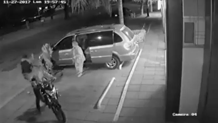 VIDEO: Sujetos asaltan y disparan contra personas de la tercera edad