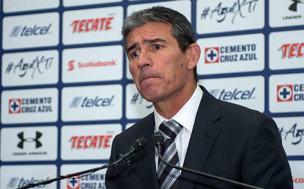 Eduardo de la Torre, director deportivo del equipo cementero, reconoció que el portugués Pedro Caixinha es la primera opción para dirigir al equipo