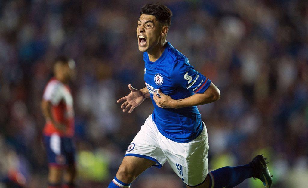Con solitario gol de Felipe Mora, Cruz Azul venció 1-0 a Veracruz y rompió la racha de 3 años sin clasificar a la liguilla por el titulo