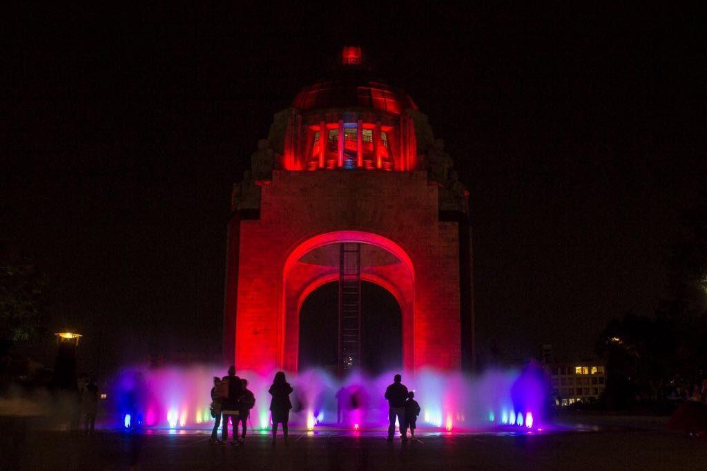 CDMX se ilumina por lucha contra el SIDA