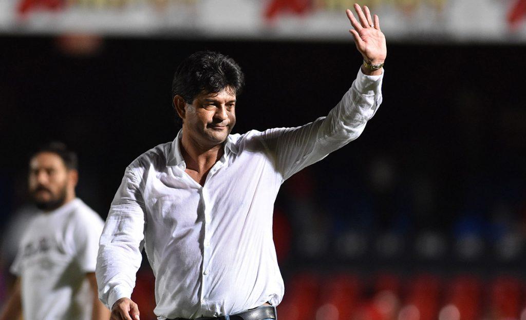 La directiva de los Tiburones Rojos del Veracruz informó que tras analizar los resultados del torneo, terminaba su relación con el técnico paraguayo
