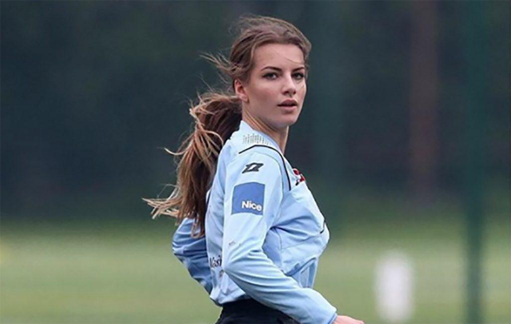Karolina Bojar, joven polaca de 20 años, es la silbante más hermosa y más sexy del balompié mundial ¿le reclamarías una tarjeta?