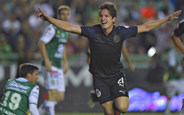 Con goles de Carlos Fierro e Isaac Brizuela, las Chivas Rayadas del Guadalajara cerraron el torneo venciendo al León en su guarida