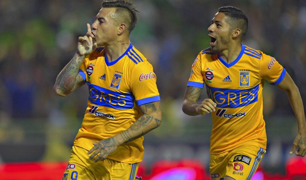 Con un potente derechazo de Eduardo Vargas, Tigres igualó 1-1 al León, que se había adelantado con gol de Mauro Boselli, en la ida de cuartos de final del Apertura