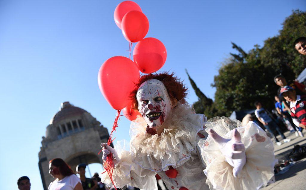 Por décimo año consecutivo, los Zombies invadieron el centro de la Ciudad de México, pero en esta ocasión tuvieron como propósito recopilar víveres para damnificados