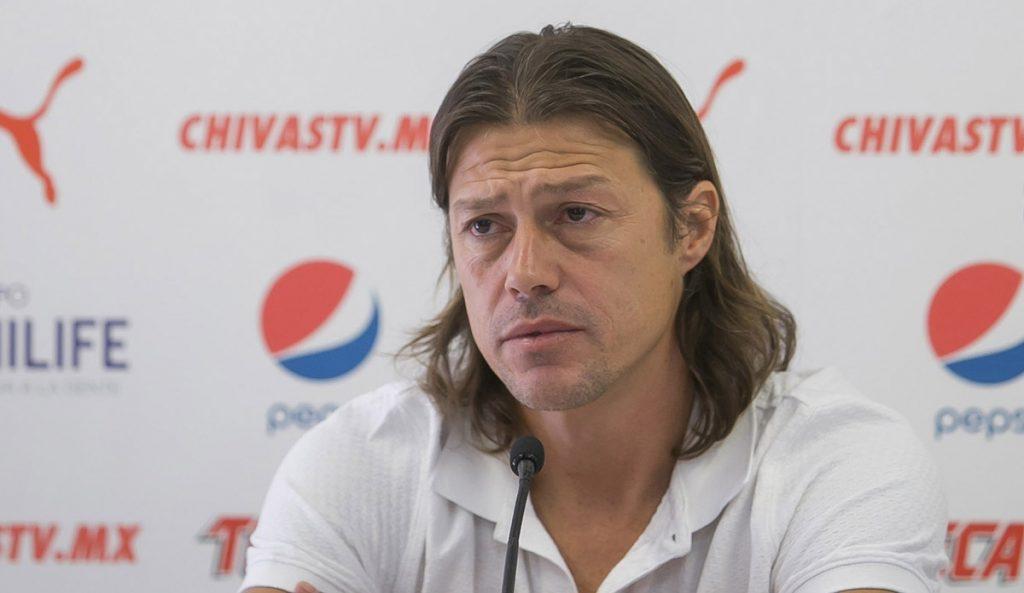 El técnico de Chivas, Matías Almeyda, rechazó que haya interés por Chicharito y por Elías Hernández; Jesús Corona sí interesa para cubrir salida de Cota