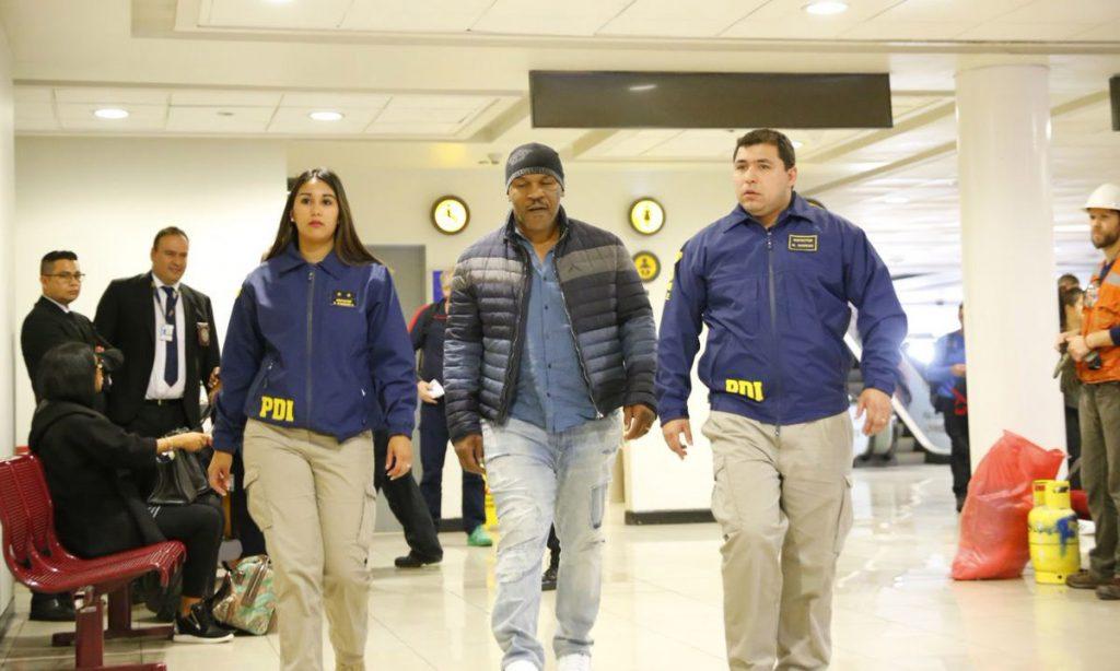 Las autoridades chilenas prohibieron la entrada al país sudamericano al ex boxeador Mike Tyson por no cumplir con Ley de extranjeros