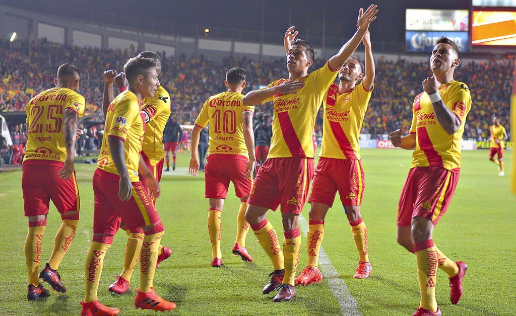 Una anotación en aparente fuera de lugar terminó por darle la clasificación a Monarcas Morelia a semifinales tras vencer 2-1 (3-3 global) a Toluca