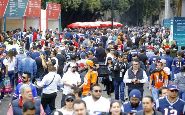 Asistieron más de 77 mil aficionados a la NFL en el Estadio Azteca
