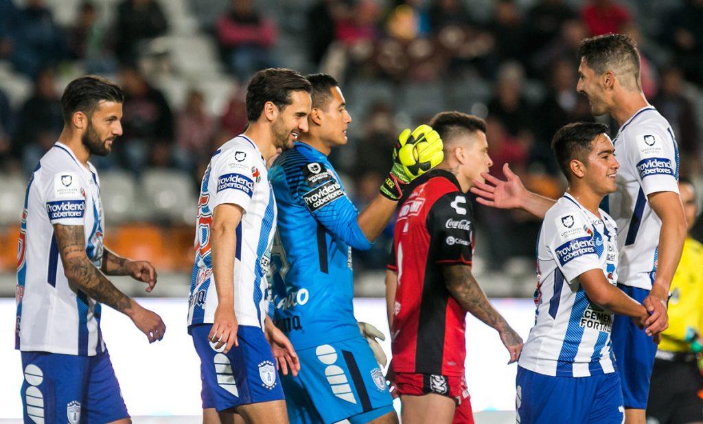 Con doblete de Víctor Guzmán y anotaciones de Jara y Honda, los Tuzos del Pachuca golearon 4-0 a Xolos y ahora enfrentaran al Atlante en semifinales
