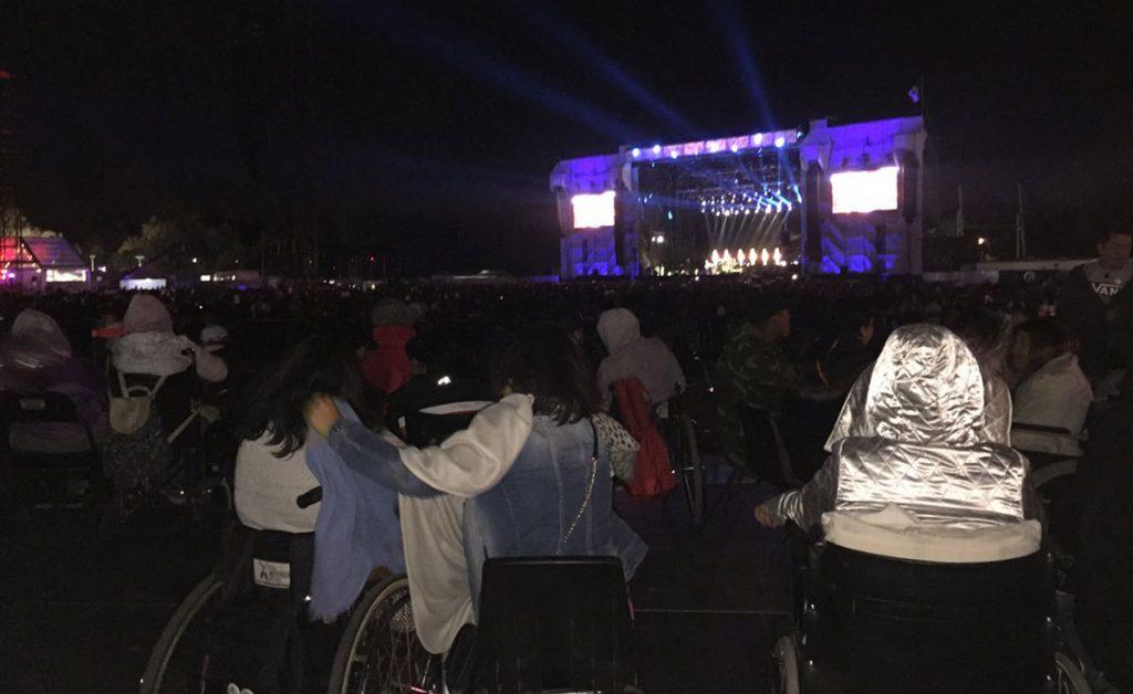 Por primera vez en el Corona Capital se instaló un palco enfrente del escenario principal para personas con capacidades diferentes