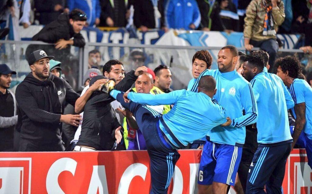 La inesperada reacción del zaguero francés Patrice Era contra un fanático le costará sanción de UEFA y sanción interna del Olympique de Marsella
