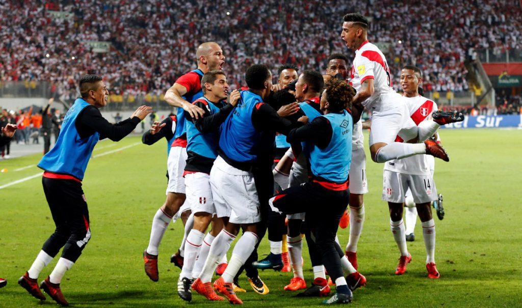 La selección de Perú venció 2-0 a Nueva Zelanda en la vuelta de su repechaje y se convirtió en el último equipo clasificado al Mundial
