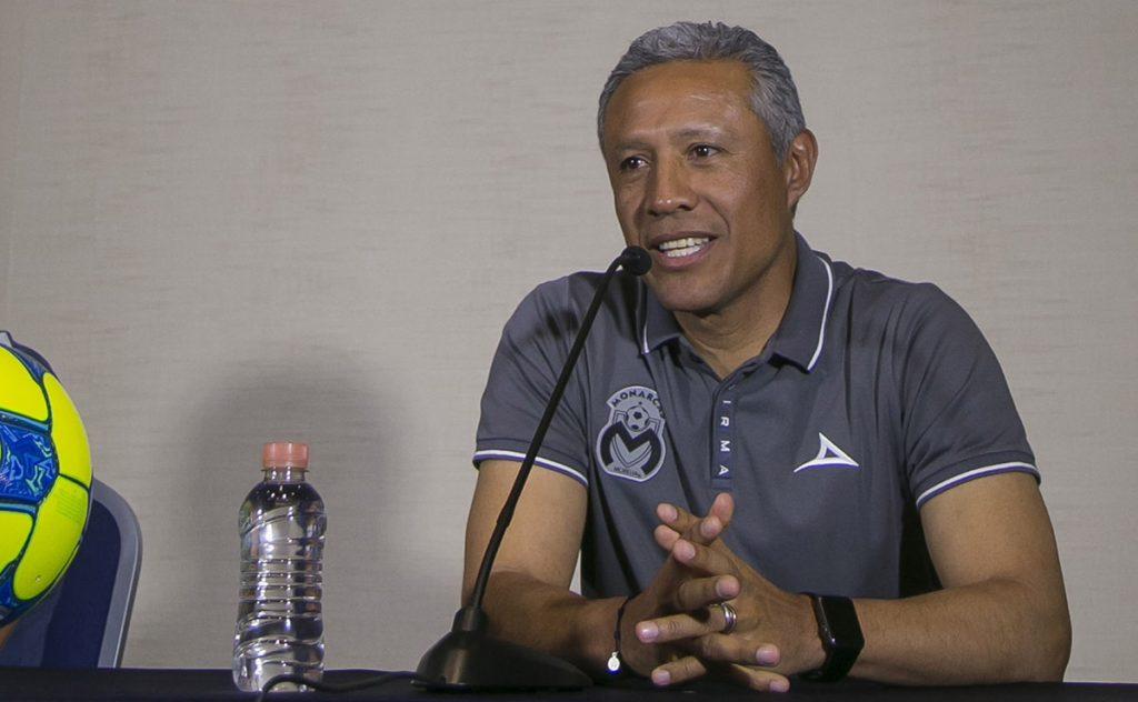 Roberto Hernández, técnico de Monarcas Morelia sentencia que su equipo saldrá a asegurar su clasificación en la cancha del Necaxa