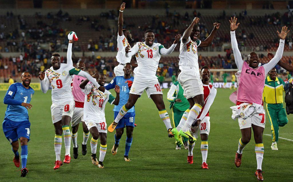 Senegal venció 2-0 a Sudáfrica para asegurarse un lugar en el Mundial de Rusia 2018; está será la segunda participación en su historia