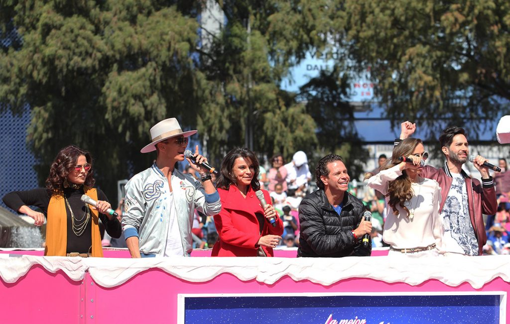 La banda Timbiriche cerró con broche de oro el desfile navideño Bolo Fest que se presentó en Paseo de la Reforma