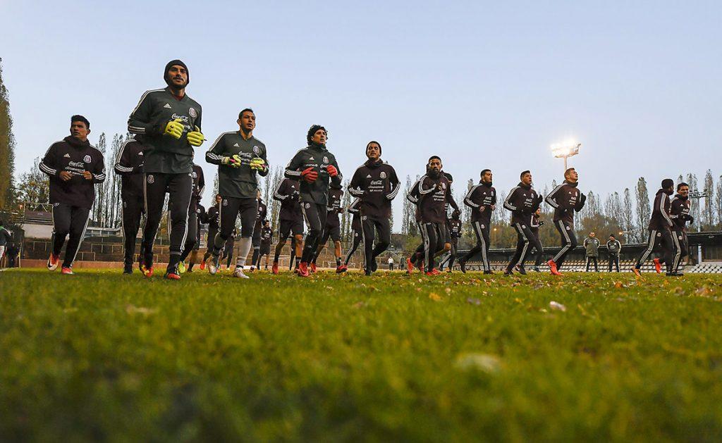 """La Selección Mexicana se prepara a conciencia para enfrentar este viernes a Bélgica; Thierry Henry, asistente de los Diablos Rojos, """"espía"""" entrenamiento"""