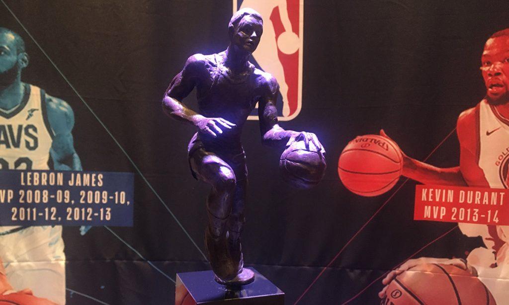 El Trofeo 'Maurice Podoloff' llega a la capital del país, previo a los dos encuentros que la NBA realizará en diciembre en la Arena Ciudad de México