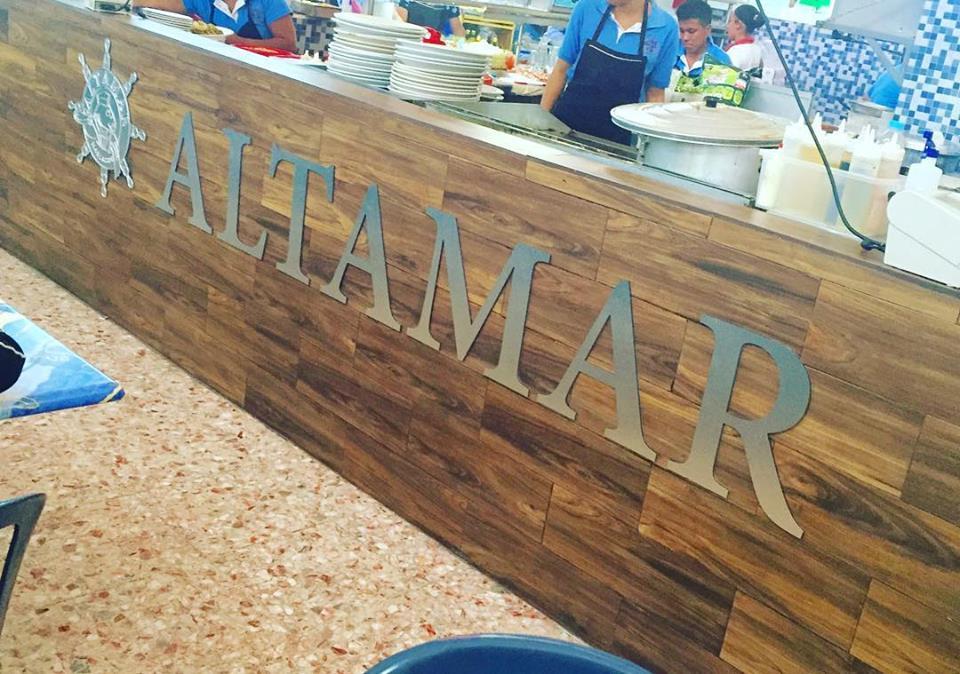 Comer mariscos en el mercado no es mala idea si vas con los mejores