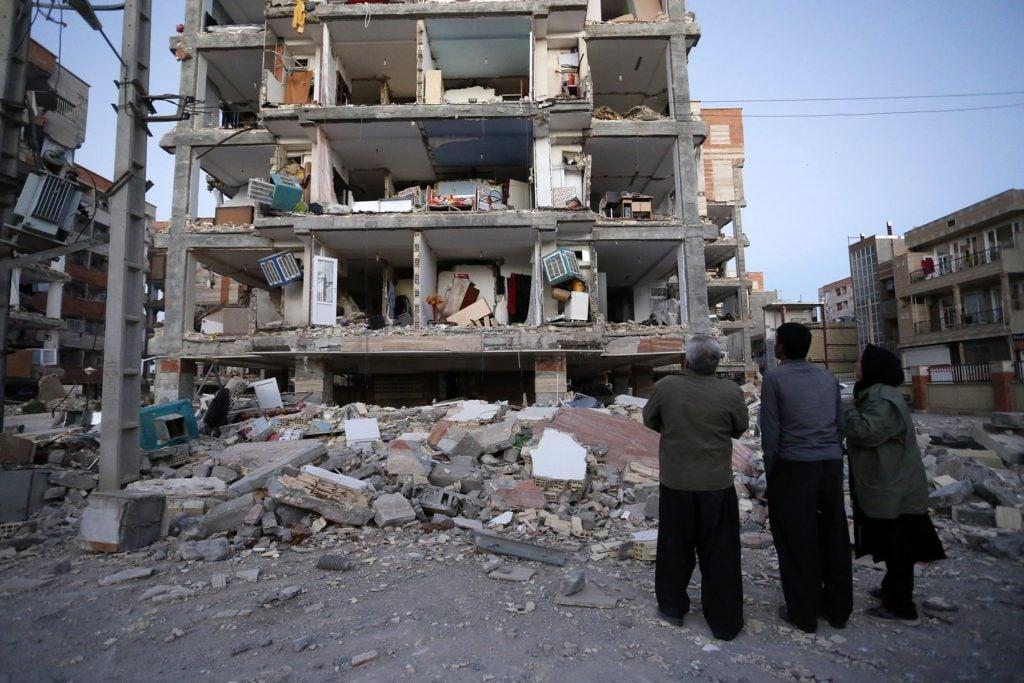Se han contabilizado 348 muertos por terremoto en frontera Irán-Irak