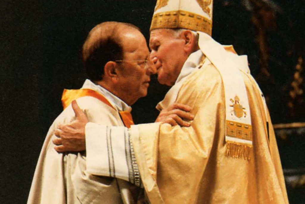 El padre Marcial Maciel, fundador de la congresación de los Legionarios de Cristo junto con el Papa Juan Pablo Segundo. FOTO: Archivo Cuartoscuro