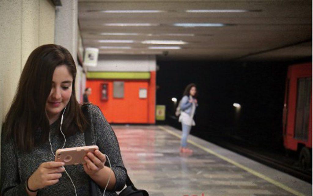"""Netflix lo dice: mexicanos, los que más """"maratonean"""" en público"""