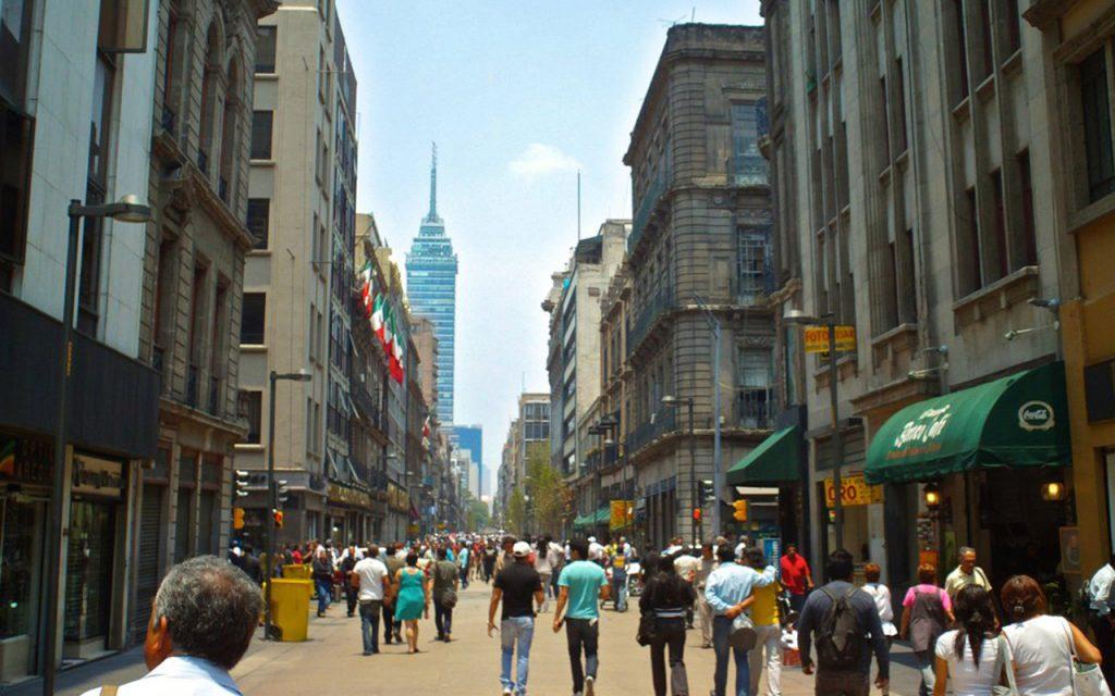 Moody's rebajará calificación de México; lo tiene en perspectiva negativa