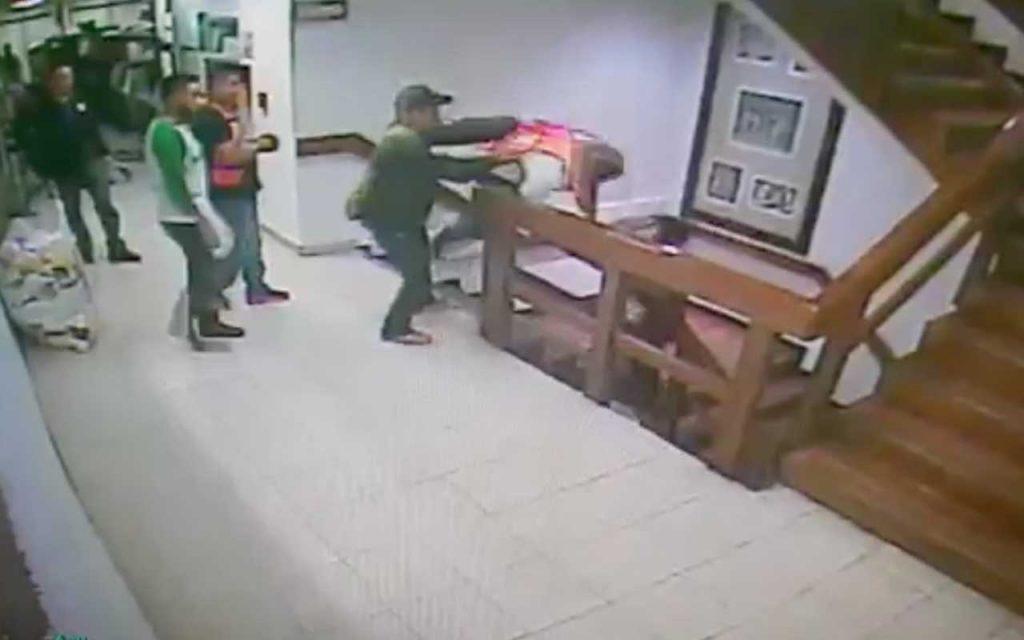 Hombre que se arrojó en la SEIDO fue policía