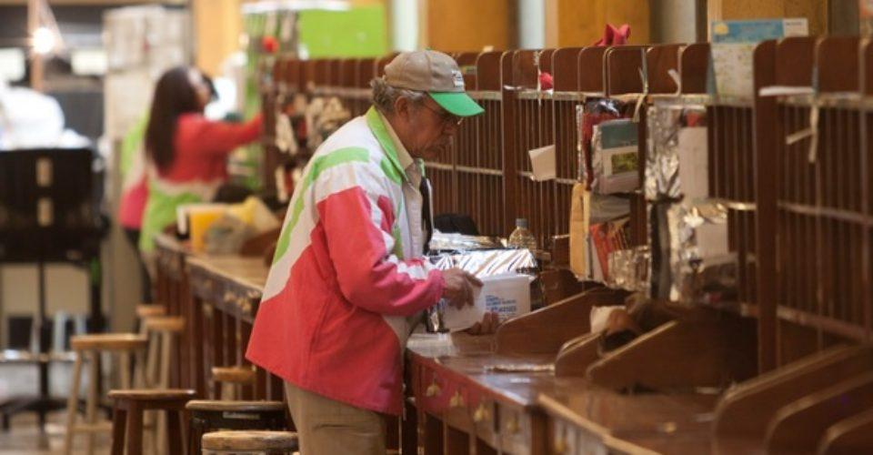 Enrique Peña Nieto destaca labor de carteros y empleados del Servicio Postal