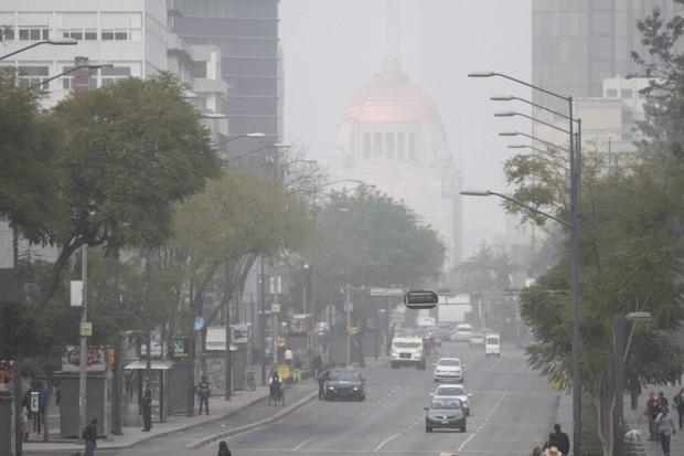 Amanece la Ciudad de México con neblina y bruma