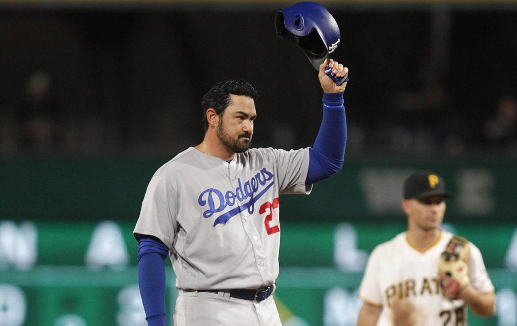 Unos días después de haber sido canjeado de Dodgers a Atlanta, el pelotero mexicano Adrián González consiguió que los Bravos lo dieran de baja