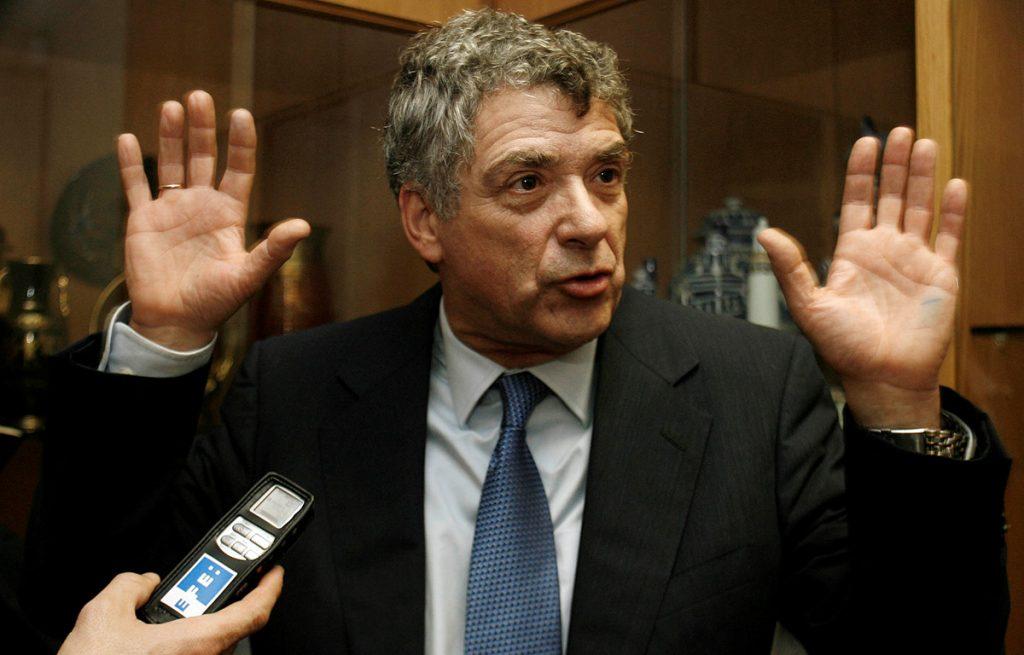 La FIFA envió una carta a la Federación Española advirtiendo que cualquier injerencia política podría costarle a la selección ir al Mundial de Rusia.