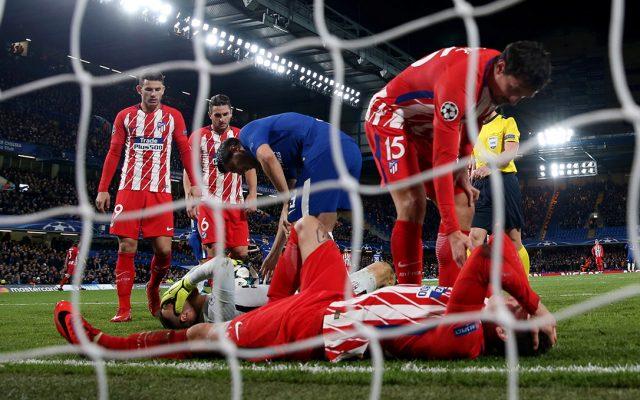 Un autogol de Savic dejó fuera al Atlético de Madrid tras igualar 1-1 con el Chelsea; Bayern Munich golea 3-1 al PSG, pero no es líder de grupo; Barça 2-0 al Sporting