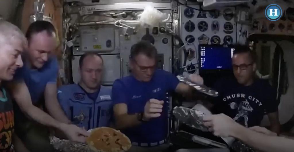 Así se prepara una pizza en el espacio