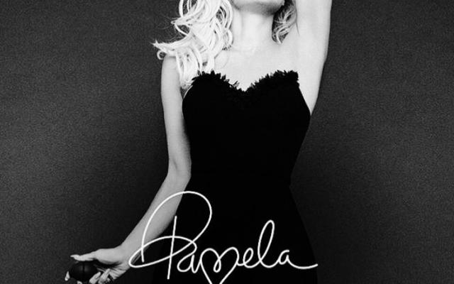 FOTOS: ¡Pamela Anderson da clases de sensualidad a sus 50 años!