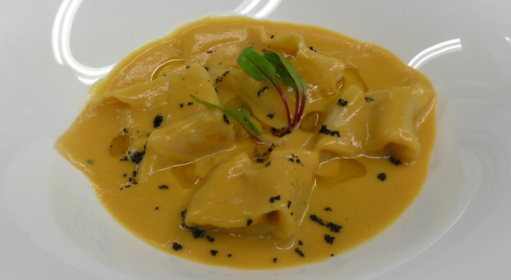 Receta de ravioles de bacalao con salsa de pimiento