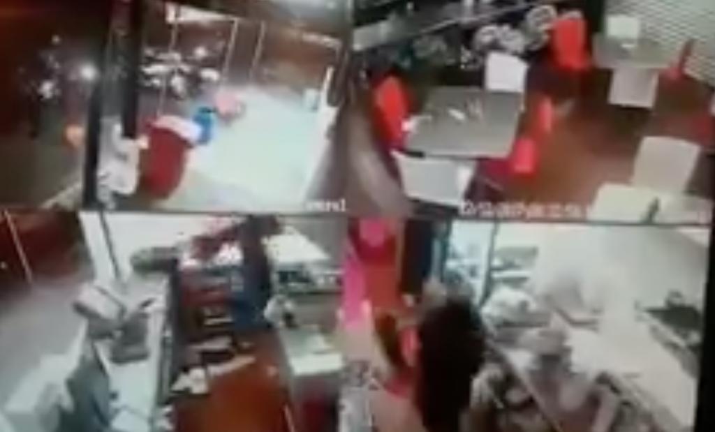 VIDEO: Asaltan a clientes y empleados en pizzería de Coyoacán